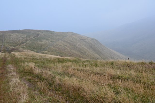 Grassy ridge to Whitehope Knowe