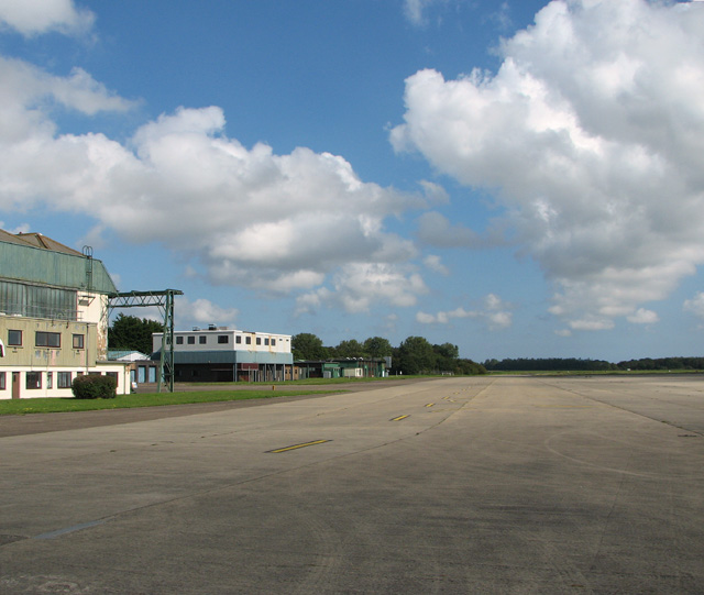The taxiway past hangar 1