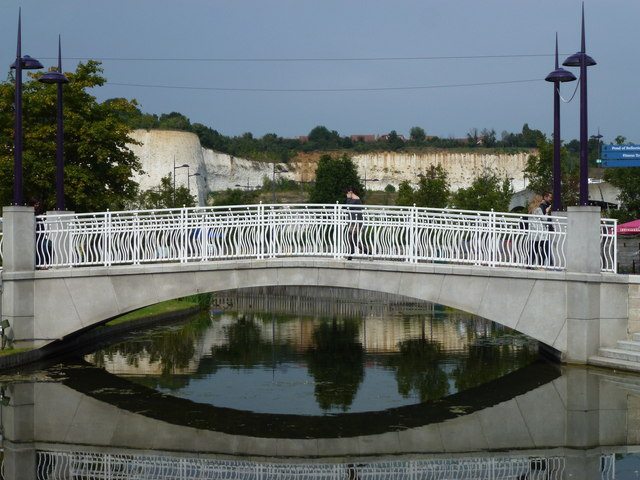 Bridge and former chalk quarry face at Bluewater