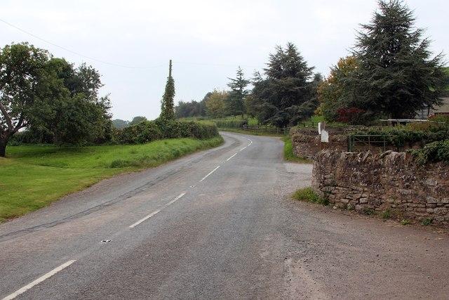 Road past Felton Court