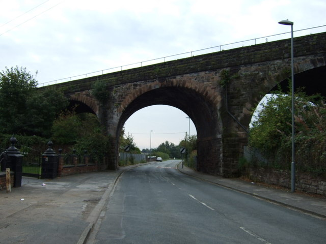 Railway bridge over Lower Road