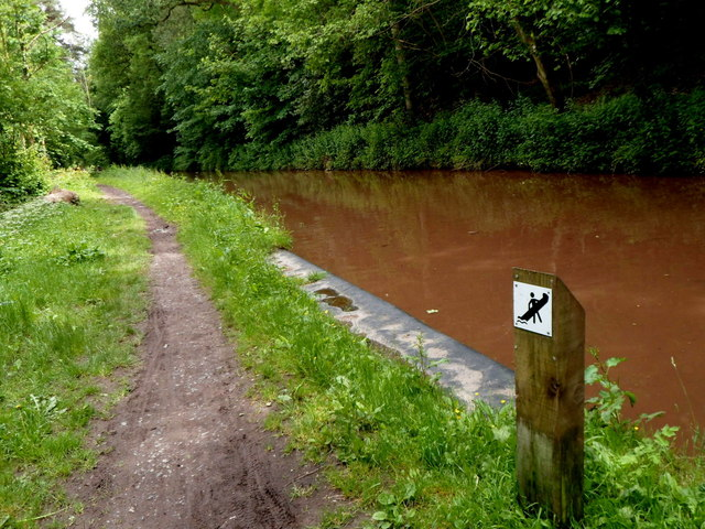 Canoe landing and departure area on the Mon & Brec canal near Fro Bridge