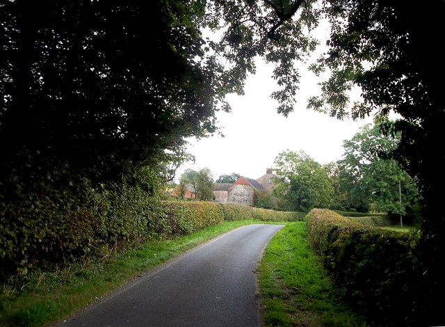 Approaching Deepdale Farm, Hulland