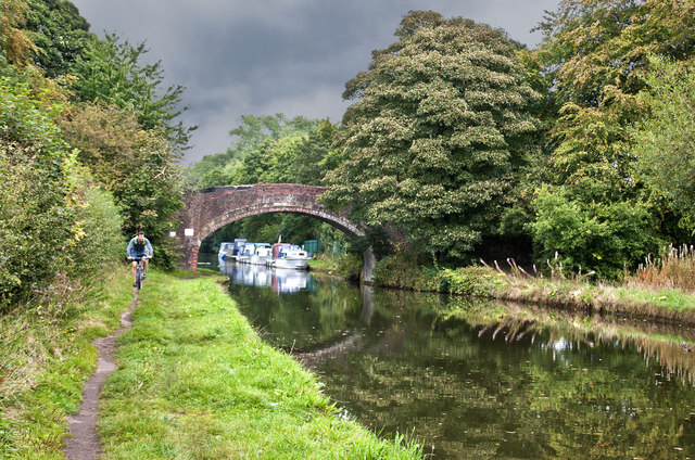 The Bridgewater Canal - Pickerings Bridge