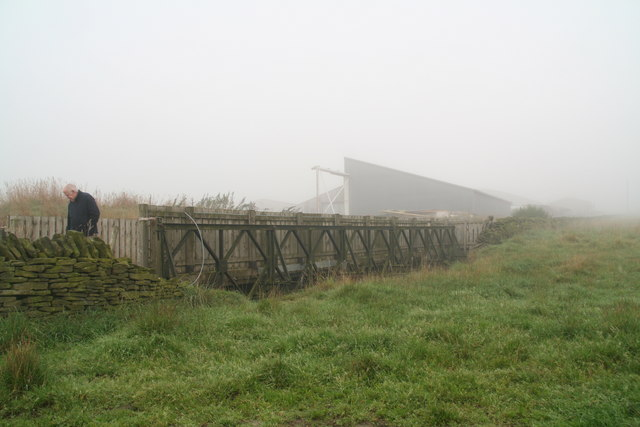 Bridge over hole, off the lane to South Crosland