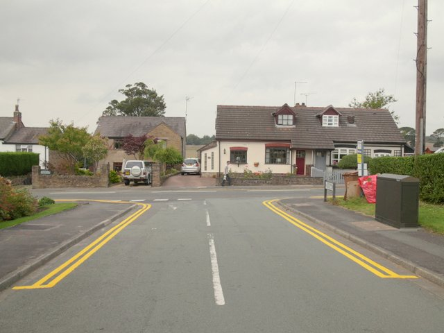 Junction of Coultshead Avenue and Main Street, Billinge
