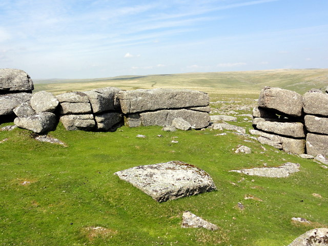 A Granite Rampart on Roos Tor
