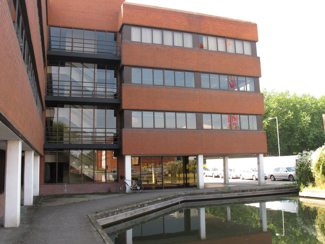 Offices at the end of the Aylesbury Arm, Grand Union Canal