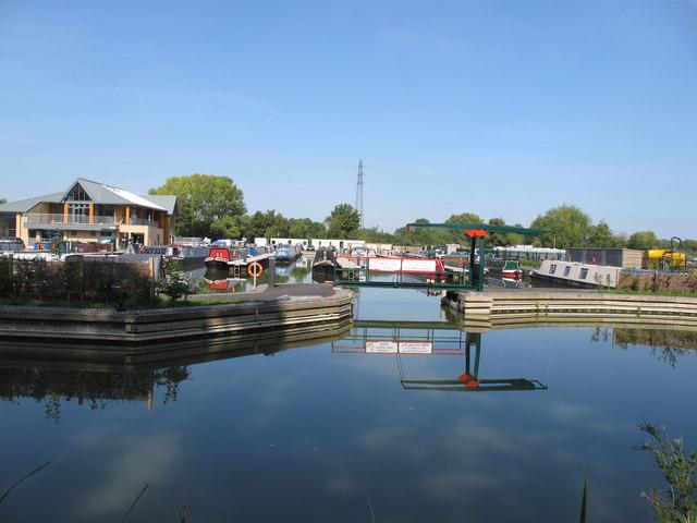Aylesbury Circus Field Marina