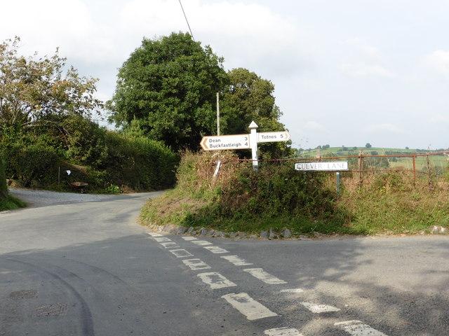 Mill Cross - crossroads near Rattery