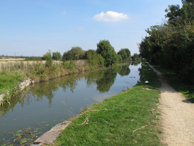 Aylesbury Arm, Grand Union Canal, from Broughton Lock