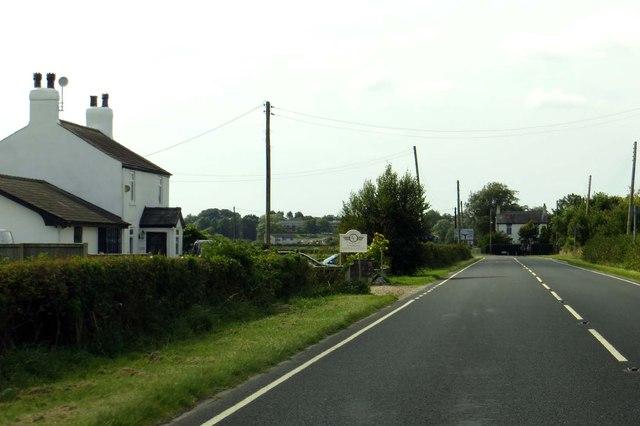 Head Dyke Lane passes Head Dyke Farm
