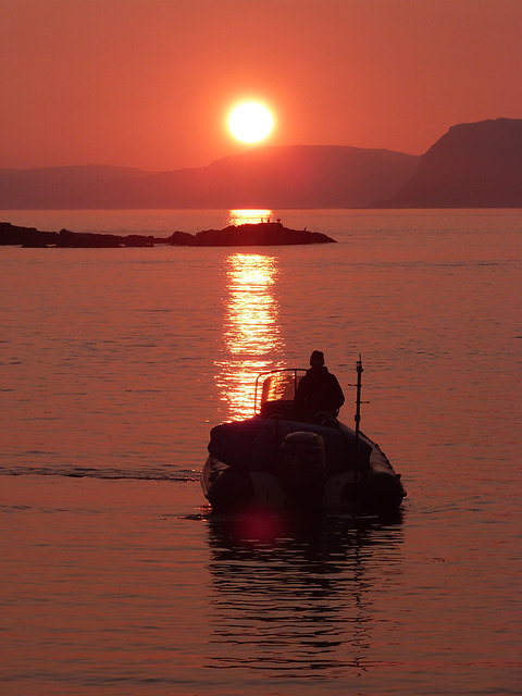 Sailing into the sunset - Easdale Sound