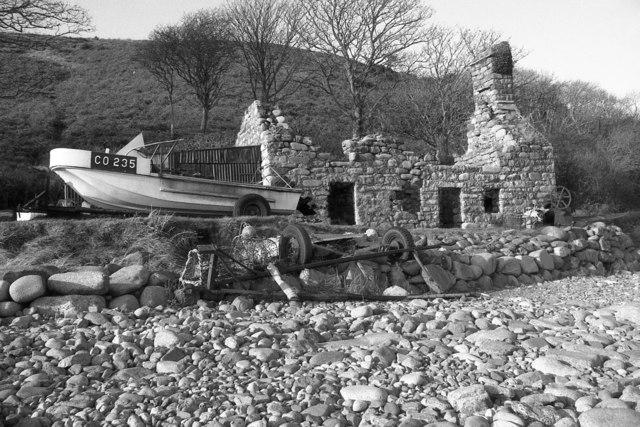 Shoreline ruin