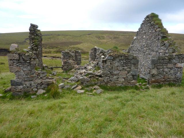 Cairnbrallan ruins looking west