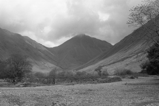 An almost dry Lingmell Beck