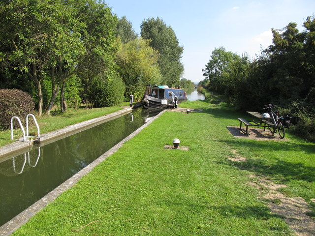 A narrowboat enters Red House Lock, Aylesbury Arm