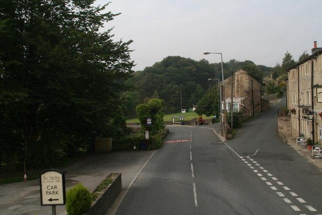 Woodhead Road approaching the bridge in Holmbridge