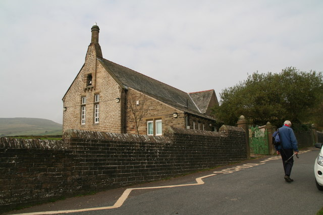 Passing Holme Primary School on Meal Hill Road