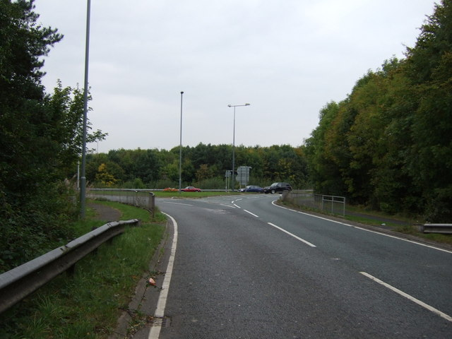 Approaching roundabout, Junction 6, M62