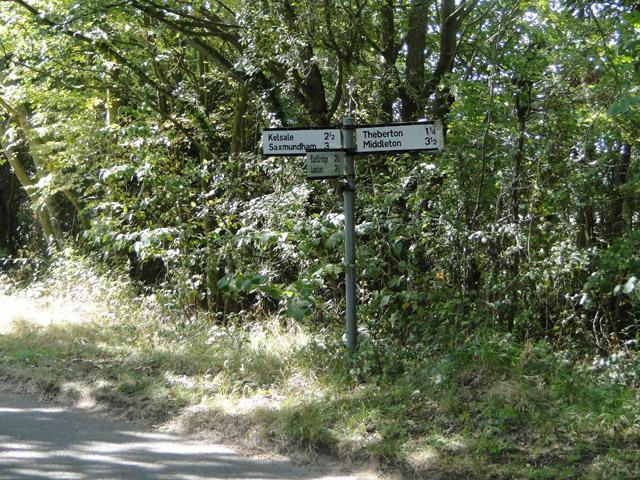 Fingerpost on Hawthorn Road