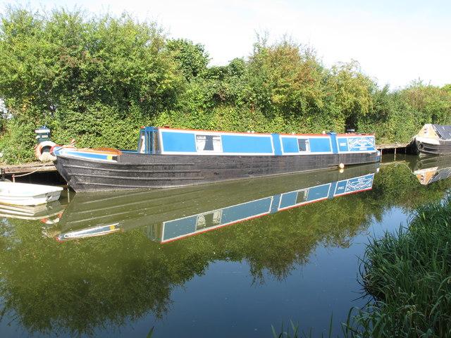 """Narrowboat """"Dart"""" of Severn Canal Carrying Co. at Bates Boatyard"""