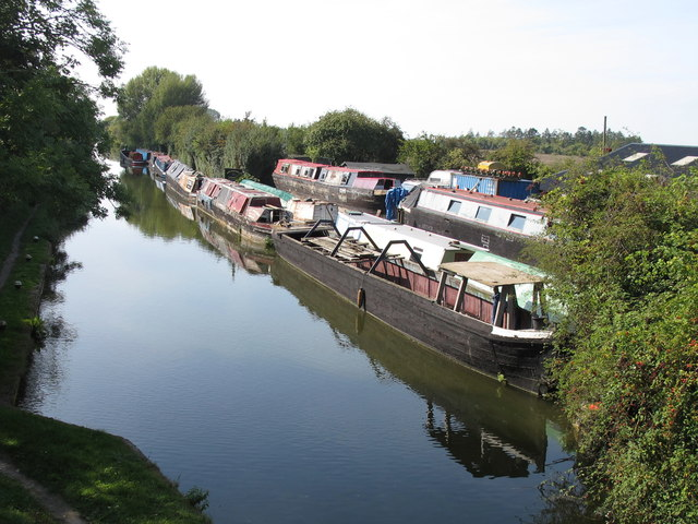 Bates Boatyard and narrowboats