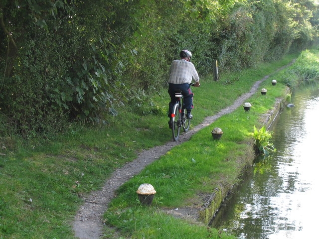 Cyclist on towpath, Aylesbury Arm, Grand Union Canal