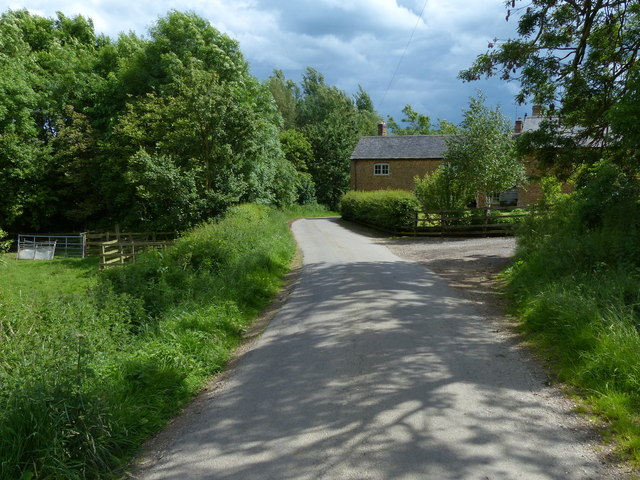 Country lane passing Brook Farm