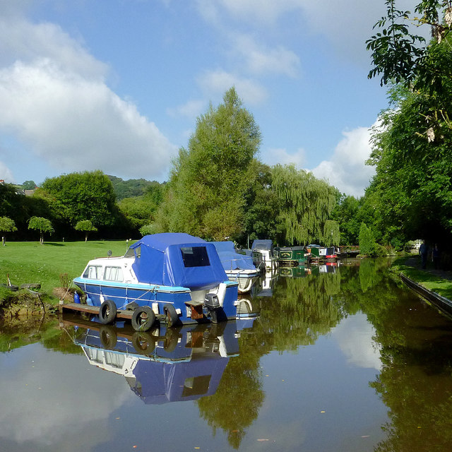 Moored boats near Furness Vale, Derbyshire