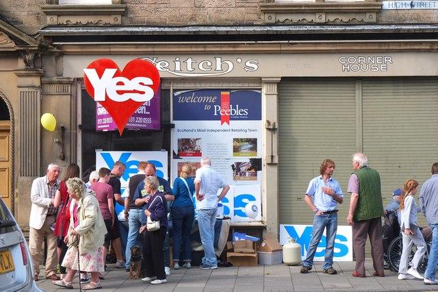 Referendum campaigning, Peebles High Street
