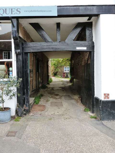 Covered passageway to Brewhouse Cottage, Petworth