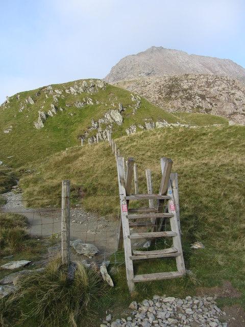 Bwlch y Moch: stile to Crib Goch