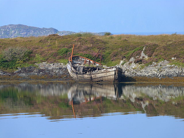 Rotting hulk on the shores of Eilean Buidhe