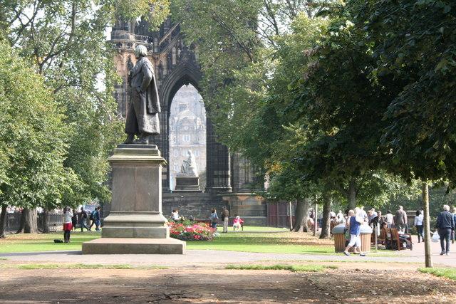 Edinburgh:  Provost Black statue