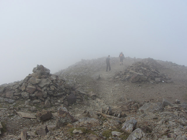Cairns on the descent from Garnedd Ugain