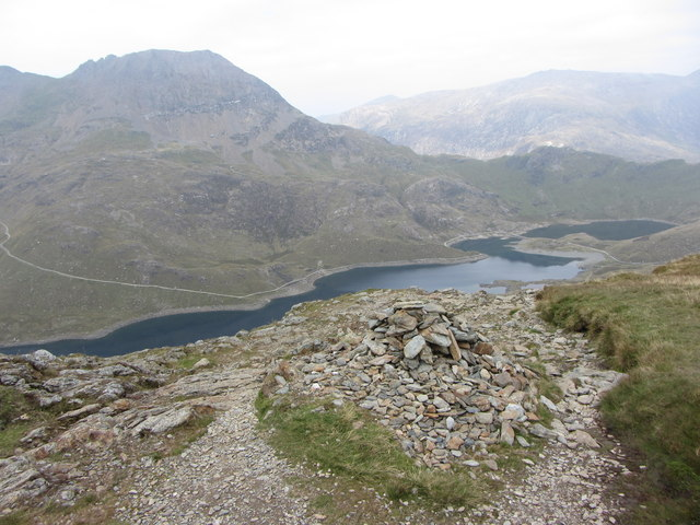 Cairn on the descent from Y Lliwedd