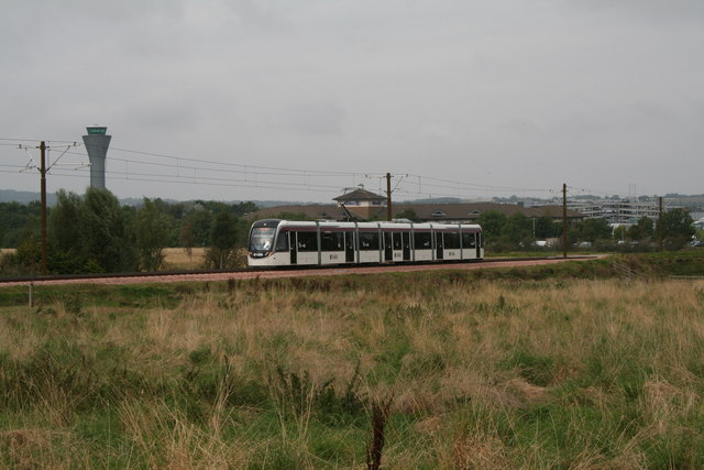 Ingliston:  Eastbound tram approaching the stop