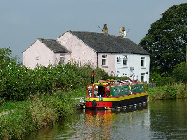 Cottage and narrowboat near Scholar Green, Cheshire