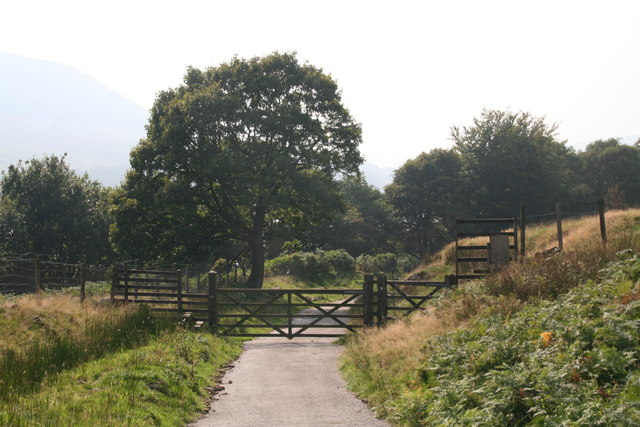 Pennine Way on gated road to the A628