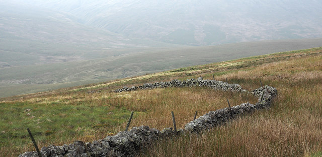Bend of dry stone wall