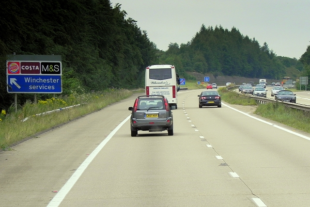 Southbound M3, Exit to Winchester Services