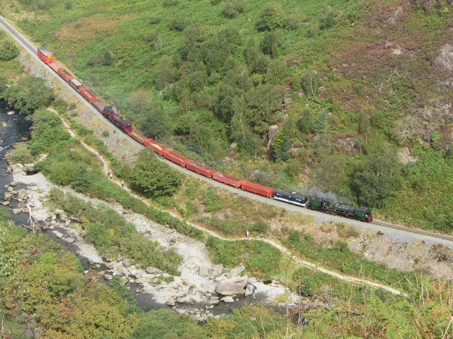WHR train in the Pass of Aberglaslyn