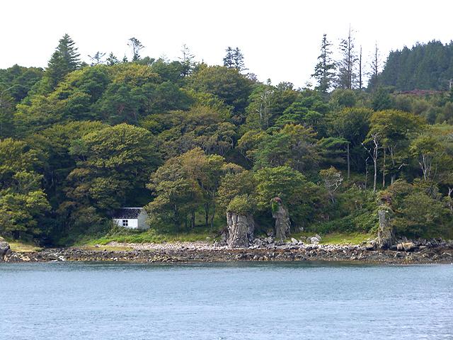 Cabin on the shore at Port na Seilich