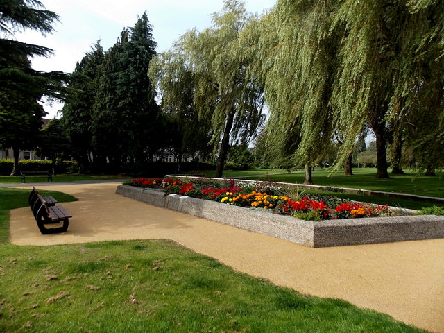 Oakfield Gardens flowerbed and benches, Llantarnam, Cwmbran