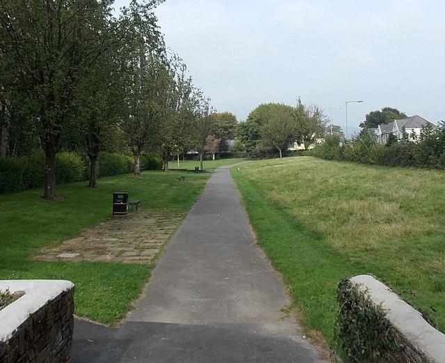 Path through Oakfield Gardens, Llantarnam, Cwmbran