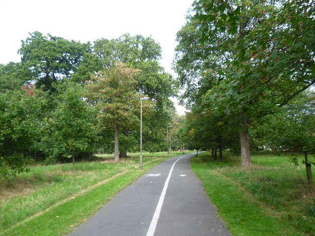 Shared path on Tooting Graveney Common