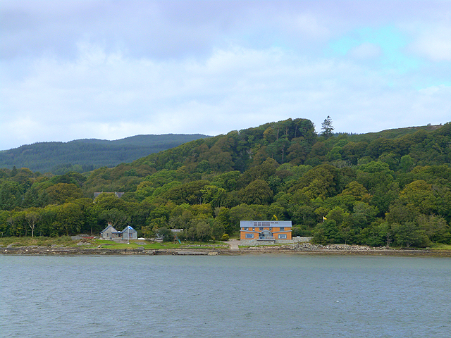 Houses on the shore at Dunmore