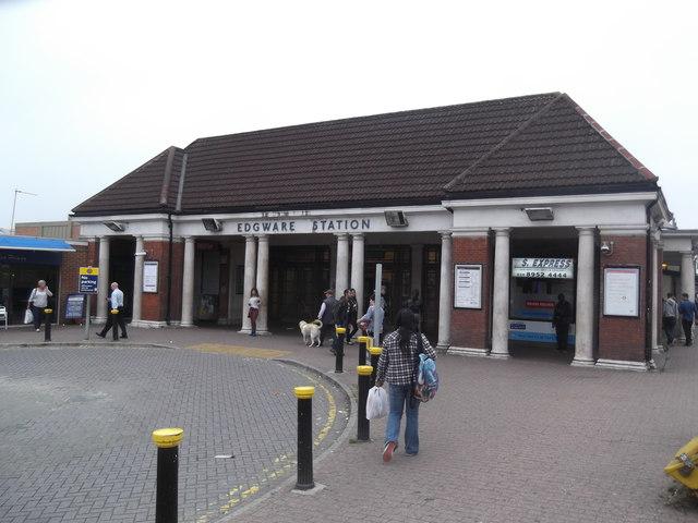 Edgware Underground Station, Station Road