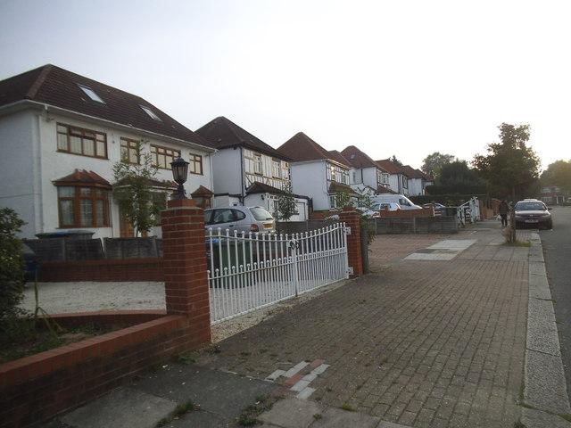 Houses on Queen's Walk, Kingsbury